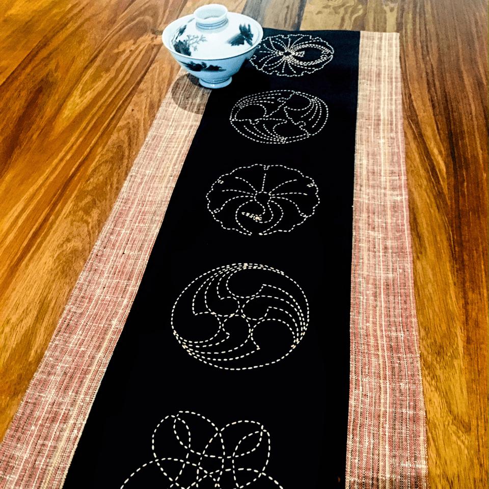 sashiko runner crest motif